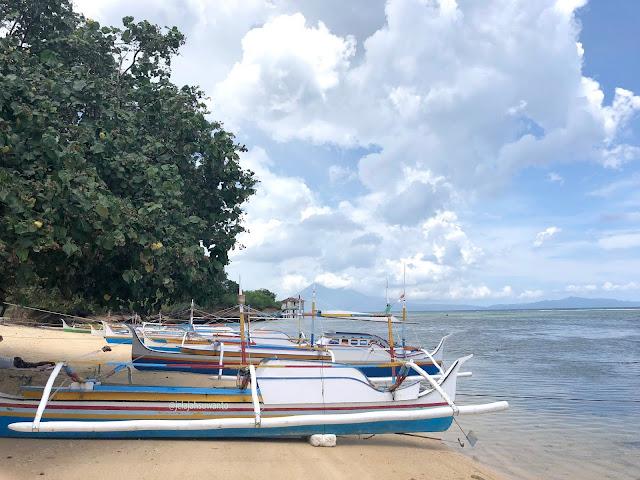 Perahu nelayan tertambat rapi di tepian Pantai Makalisung | © jelajahsuwanto