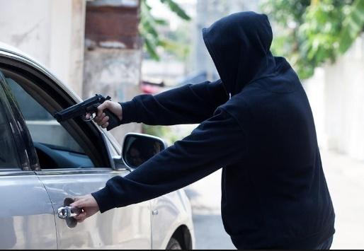 Eldorado-Ladrões armados invadem residência, faz família refém e fogem levando veículos