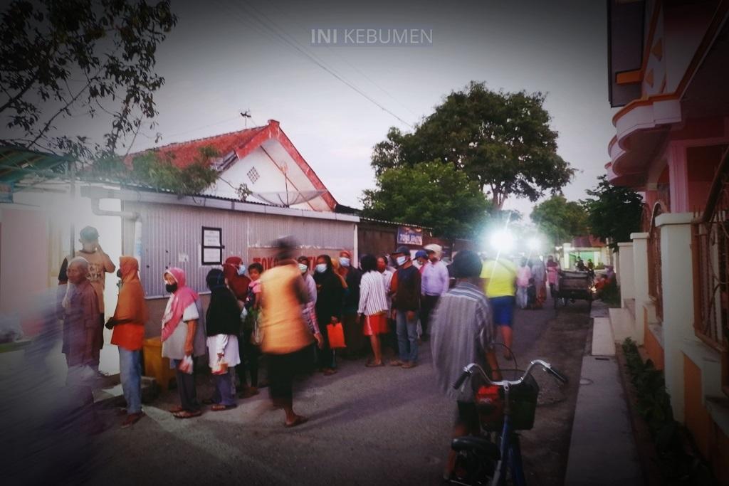 KEREN! Ada Gerakan Jumat Subuh di Gombong, Berbagi Nasi dan Sembako Gratis