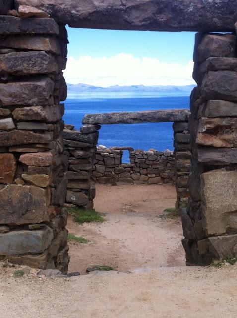 Ruinas de Chincana y su impresionante vista al Lago Titicaca. En la Isla del Sol.