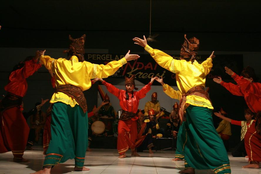 Randai Minangkabau Seni Tradisi
