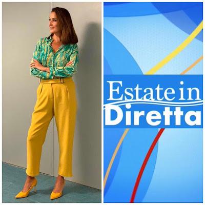 Roberta Capua pantaloni gialli camicetta verde stampa floreale settembre 2021