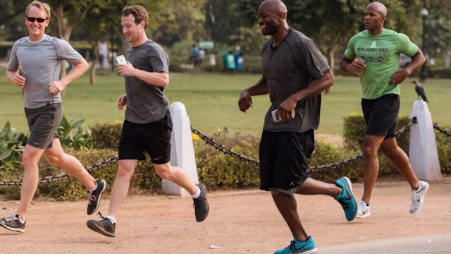 Mark Zuckerberg in allenamento per il triathlon.