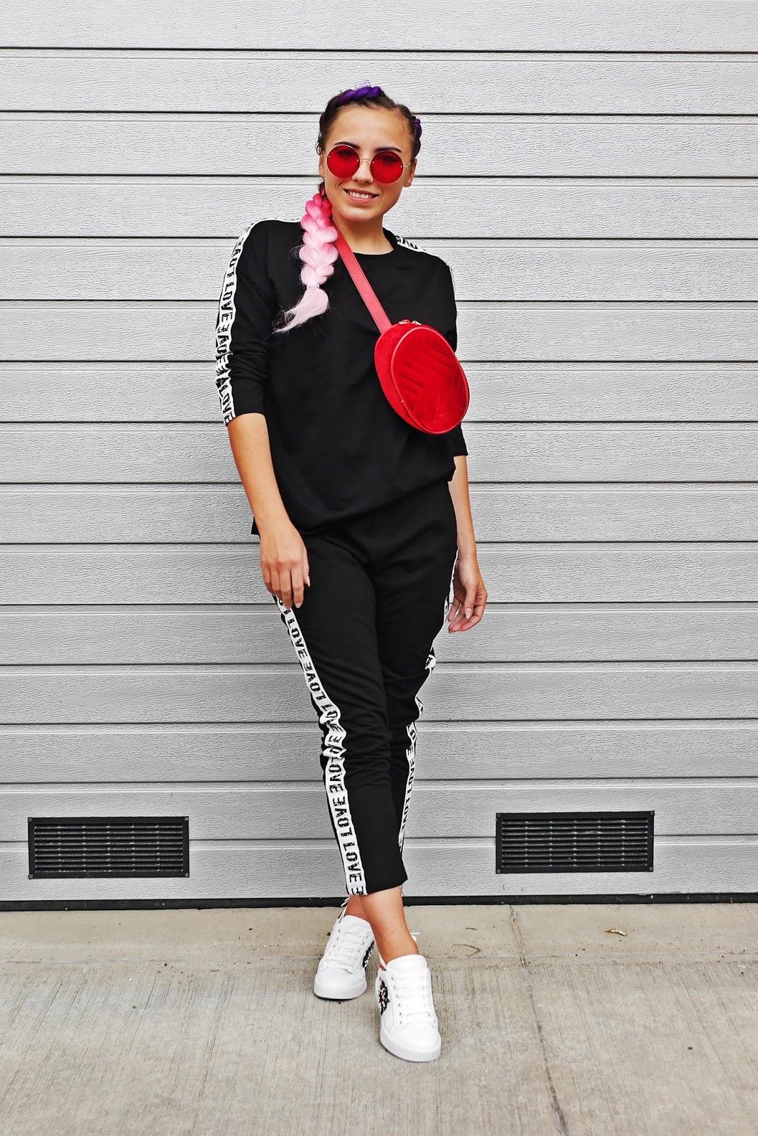 czerwona torebka nerka well designed biało-czerwone buty sportowe karyn blog modowy
