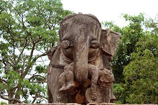 konark sun temple,stone elephant
