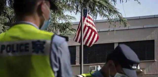Semakin Tegang, Bendera AS Diturunkan dari Konsulat Di Chengdu China
