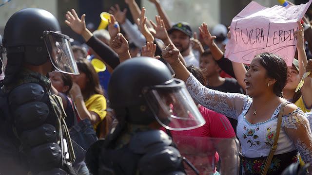 Cuba y Venezuela: dos sospechosos de agitar al Ecuador de Moreno