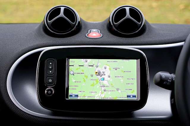 Self-driving car navigation system