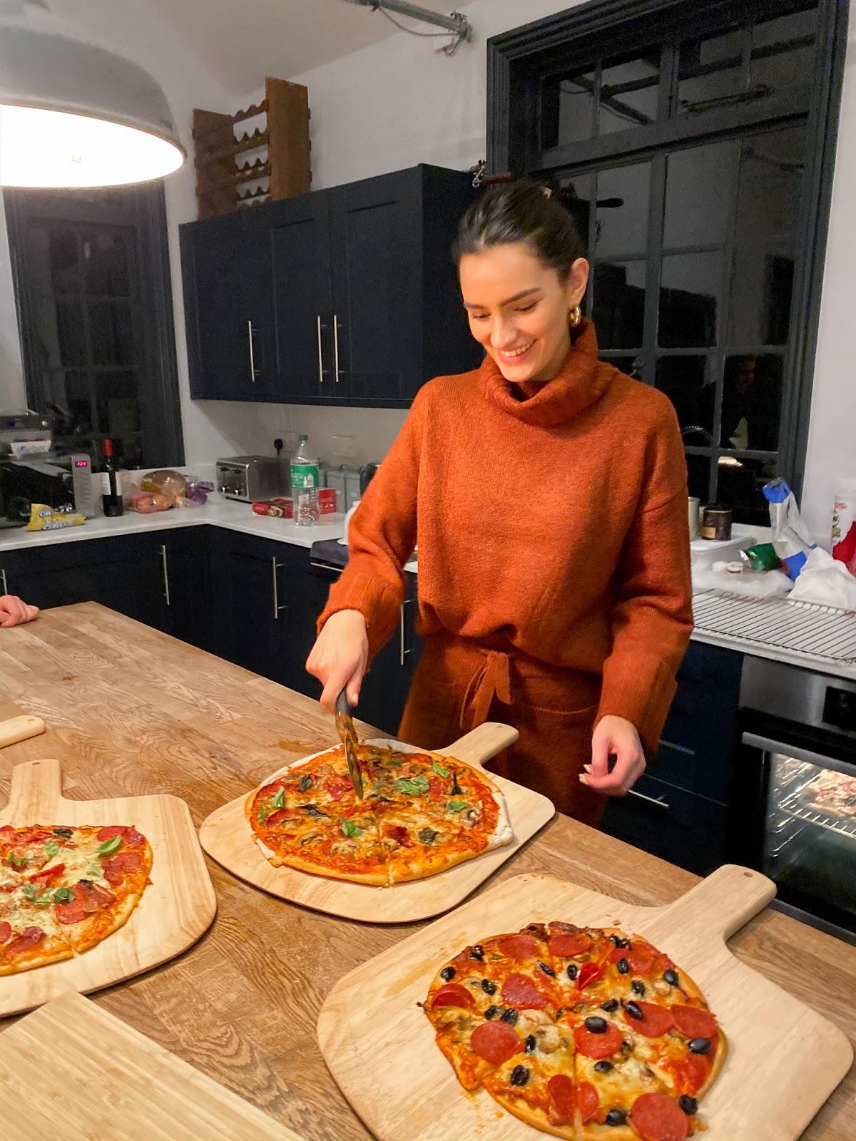pizza-making-peexo-loungewear
