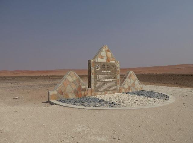 il cippo che ricorda il sito Patrimonio UNESCO