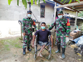 Peduli dengan Warga Binaan, Babinsa Koramil Sayan Sambangi Warga Penyandang Disabilitas