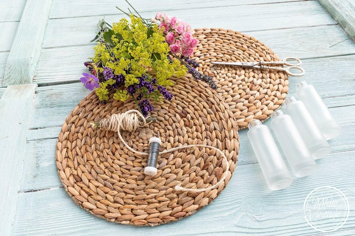 DIY-Anleitung für sommerliche Wanddeko aus Tischsets
