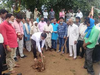 भाजपा नेताओं ने किया सड़क निर्माण कार्य का शुभारंभ