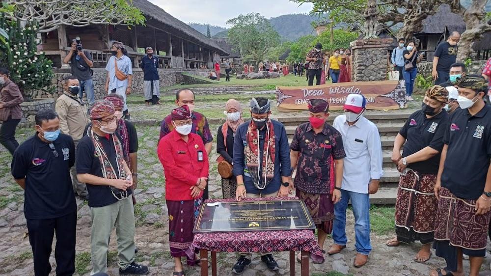 Menparekraf Sandiaga Uno Sebut Akan Bawa Kain Gringsing Dari Desa Tenganan Pegringsingan Ke UNESCO