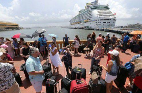 Puertorriqueños buscar salir de la isla como sea y en lo que sea