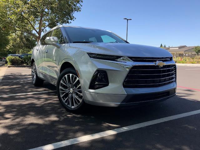 Front 3/4 view of 2019 Chevrolet Blazer Premier AWD