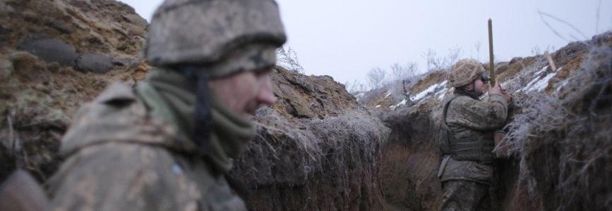 Волонтер: Армія перетворюється на територію абсурду