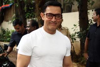 आमिर खान फिल्म 'ठग्स ऑफ हिन्दोस्तान' में अमिताभ बच्चन के साथ काम कर पाने के लिए, ट्विटर पर आदित्य चोपड़ा और विजय कृष्ण आचार्य (विक्टर) का शुक्रिया अदा कर रहे हैं।