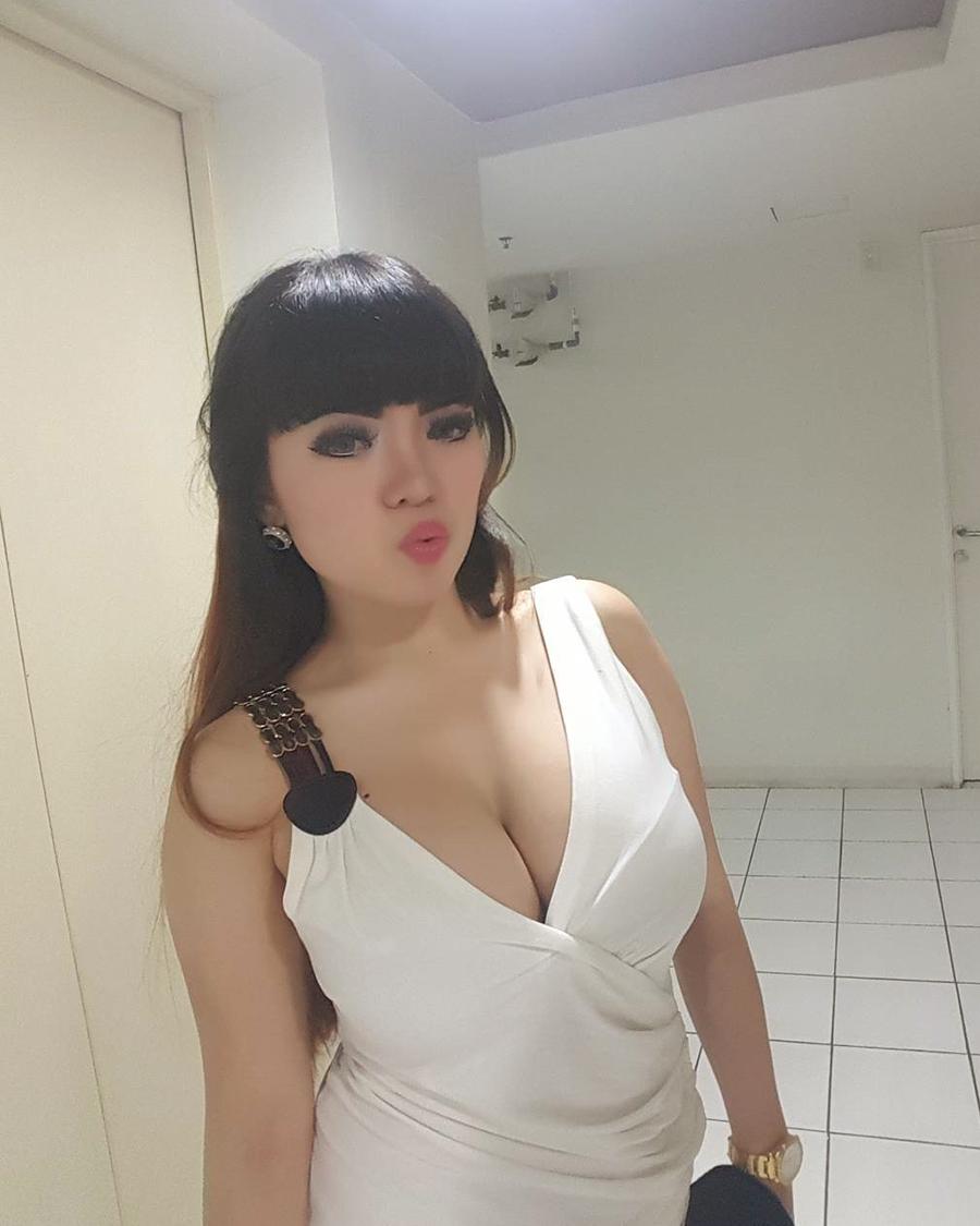 Rambut hitam maanis  DJ Seksi Dinar Candy