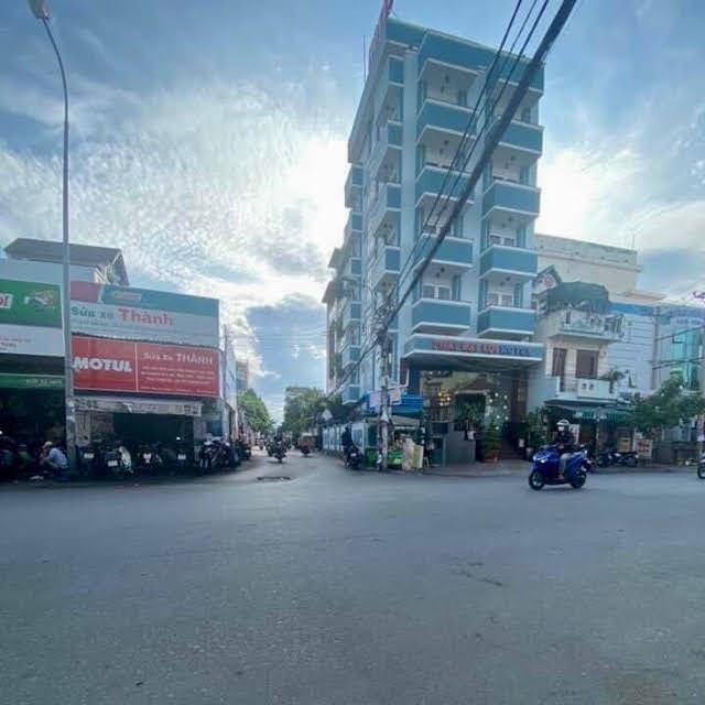 Bán Nhà khu dân cư Kiều Đàm: 7 phòng ngủ + 8WC giá [8.2 tỷ]