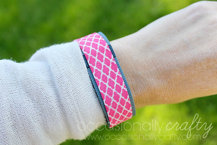 Style your Fitbit Charge or other Fitness Tracker with this cute, no-sew Fitness Tracker cover!