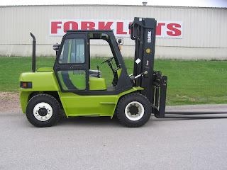 Green Clark Forklift