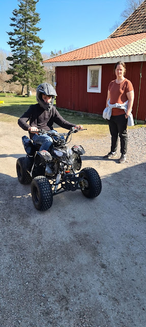 Anton kör 4-hjuling