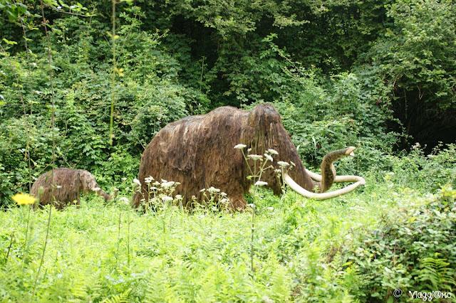 I mammuth nel parco preistorico delle Grotte du Roc de Cazelle
