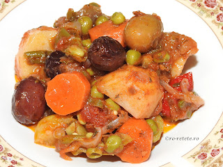 Ghiveci reteta reteta mancare de post taraneasca cu ceapa cartofi morcovi ardei dovlecei rosii vinete usturoi masline mazare fasole retete tocana de casa cu legume,