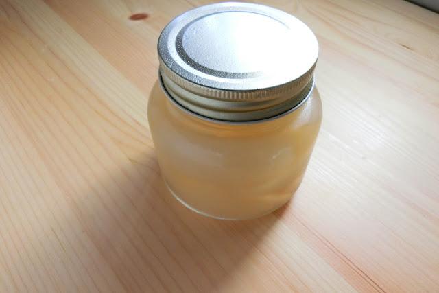 そのまま食べたり、料理にも使えますが、一度に食べきれない場合は熱湯消毒(煮沸消毒)した保存瓶に入れて冷蔵保存すると3週間くらい保存できます。  冷凍保存も可能ですが、冷凍すると食感が悪くなるため、冷蔵保存がおすすめですよ。