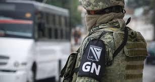 EN CRUCE FRONTERIZO DE NOGALES, GUARDIA NACIONAL Y SAT DETIENEN A CIUDADANO ESTADOUNIDENSE CON ARMAMENTO