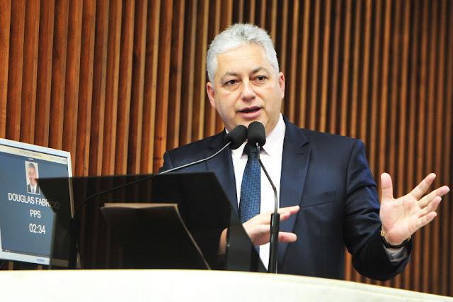 Deputado Douglas Fabrício avalia ações em apoio aos municípios e ao Paraná