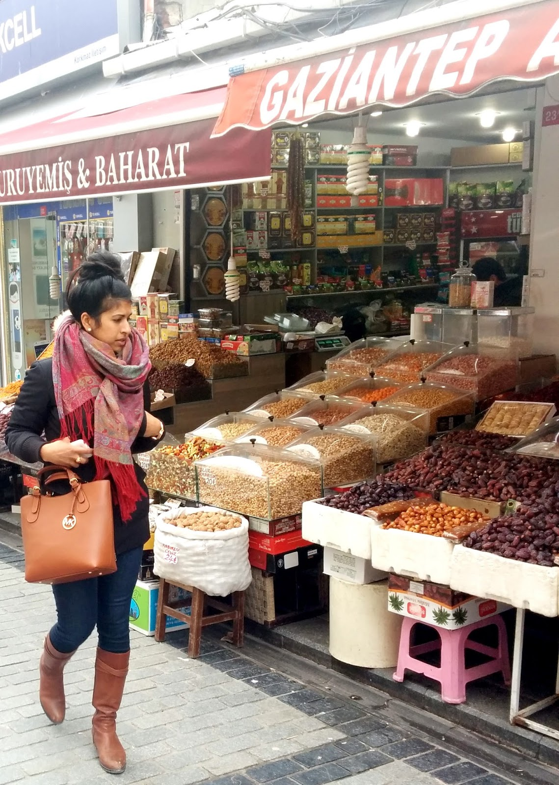 Visiting Istanbul for the first time, Fatih neighborhood market  |  Postcard from Istanbul on afeathery*nest  | http://afeatherynest.com