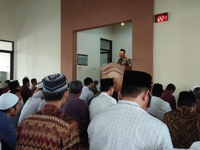 Tingkatkan Iman dan Taqwa, Kasdim 0735 Solo Melaksanakan Safari Sholat Jum'at di Masjid Tjokro Soekarno