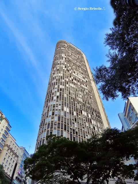 Perspectiva inferior das fachadas do Edifício Itália - República - São Paulo