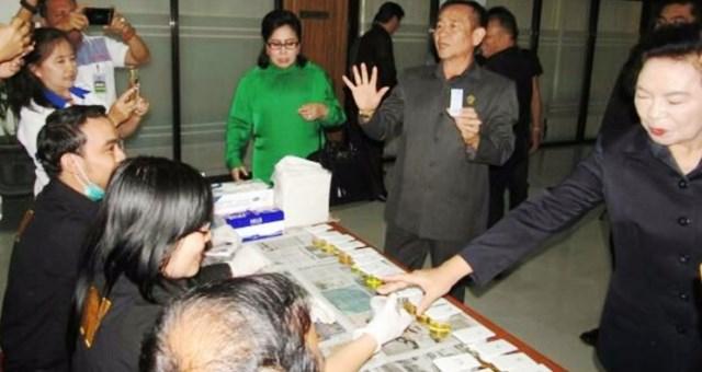Para Anggota DPRD Sulut saat melakukan tes urine