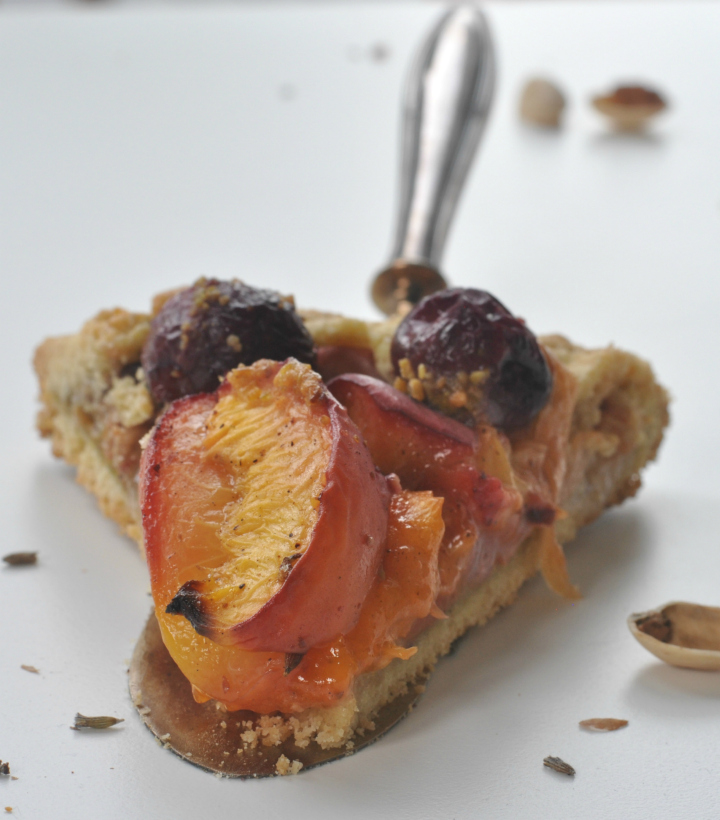 glutenfree Galette with stone fruits, lavender and pistachios, the taste of Provence in a cake