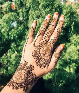 Big_flowers_with_net_mehndi_design