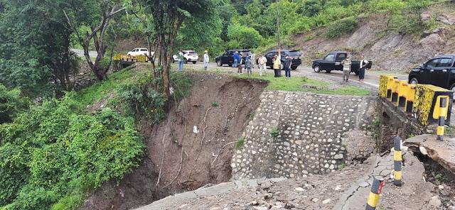 Zakarias Moruk dan Frans Manafe Pantau Lokasi Terdampak Bencana Badai Siklon Seroja di Belu.lelemuku.com.jpg