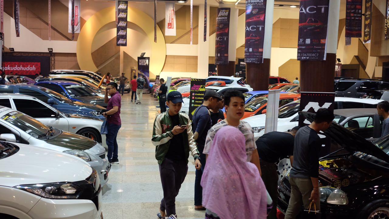 All New Kijang Innova Diesel Vs Bensin Venturer 2017 Daihatsu Dress-up Challenge Dimulai Di Surabaya ...
