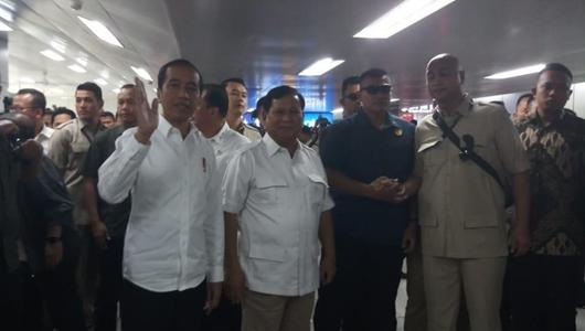 Jokowi dan Prabowo Bertemu di Stasiun MRT Lebak Bulus, Warga Histeris