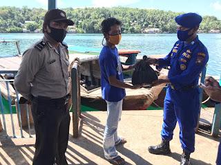Polres Lingga Bagikan Sembako Sebanyak 50 Paket Kepada Para Nelayan