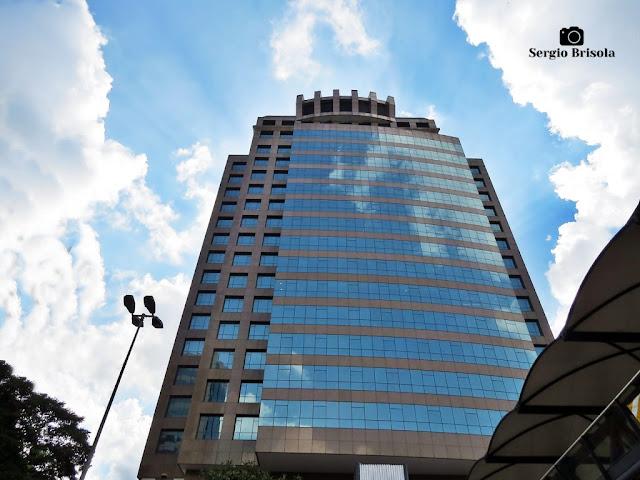 Perspectiva inferior da fachada do edifício Market Place Tower - Chácara Santo Antônio - São Paulo