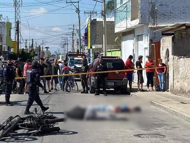 """VIDEO.- Sicarios ejecutan a dos jóvenes en San Francusco del Rincon Guanajuato """"Se está moviendo decían personas que se encontraban en el lugar"""