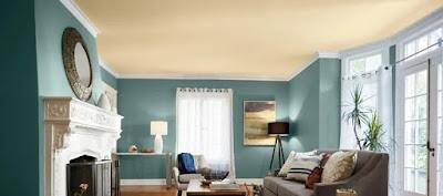 Dinding berwarna biru telur asin dipadukan dengan aksesn trim berwarna putih untuk bagian interiornya memberikan kesan lembut dan menenangkan