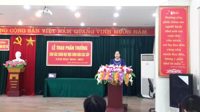 Bà Ngô Thị Minh Huệ- Bí thư đảng ủy, Giám đốc Bệnh viện phát biểu tại buổi lễ