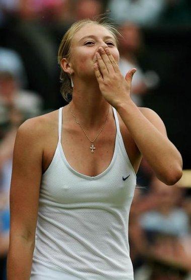 Celebrities Breast Pics: Hot Sharapova Breast Pics