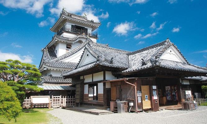 ปราสาทโคชิ (Kochi Castle: 高知城)