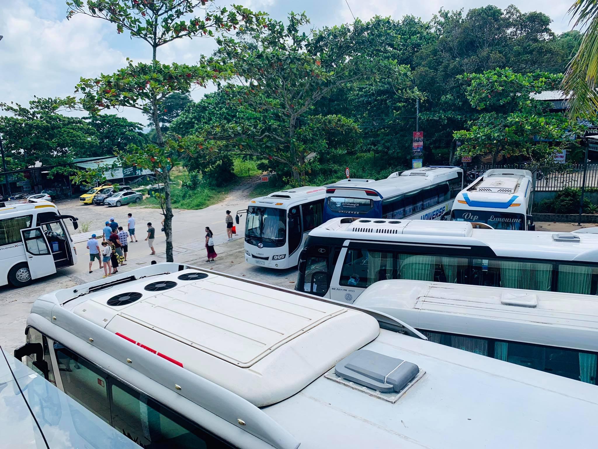 Bãi đỗ xe rộng rãi tại Nhà hàng Love Phú Quốc