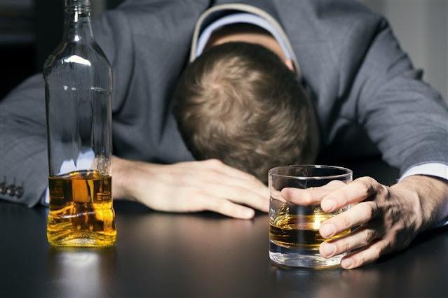 المهدية : وفاة شخص تعرّض لحالة تسمم من شرب الكحول